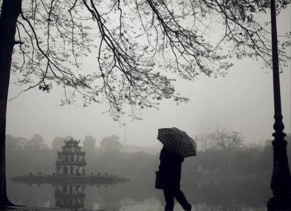 Áp thấp nhiệt đới mạnh lên thành bão, Hà Nội rét sâu kèm mưa nhỏ