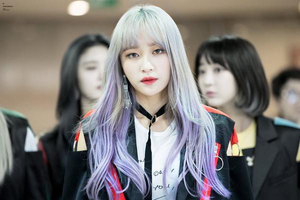 Lộ 'trán hói', Hani (EXID) vẫn được netizen khen hết lời với màn lột xác trên sân khấu - ảnh 2