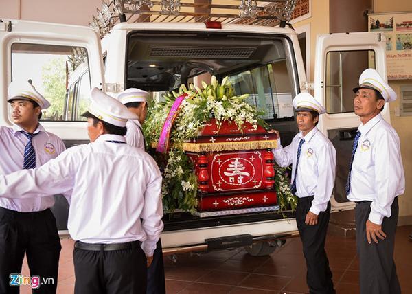 Mẹ của diễn viên qua đời vì tai nạn ngất xỉu khi hỏa táng con trai