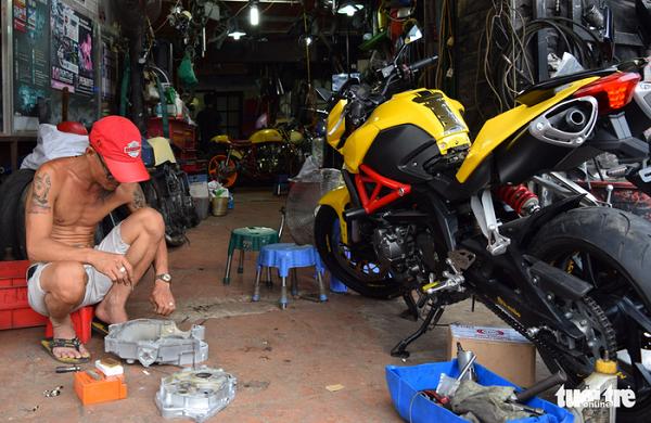 Anh Nguyễn Vi Tự tại xưởng Garage Tự Thanh Đa
