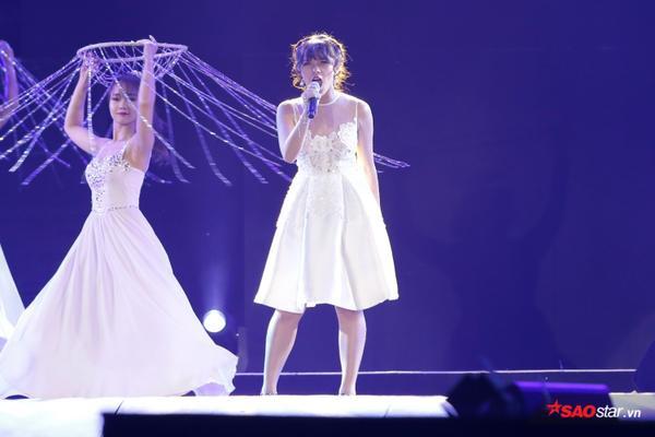 Phần trình diễn tôn vinh tiết mục của Hồng Nhung. Tuy nhiên, không hiểu lý do gì mà diva không xuất hiện biểu diễn.