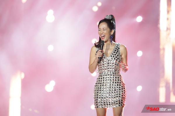 Diva Hồng Nhung rạng rỡ với nhan sắc 'không tuổi'.