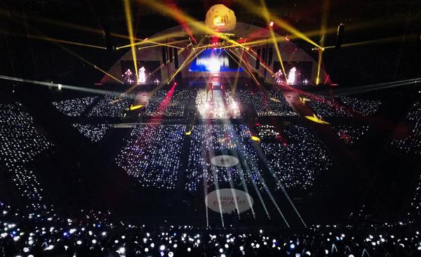 Fan xô đổ hàng rào, ám chỉ mắng Beakhyun (EXO) trong fanmeeting của BTS - ảnh 2