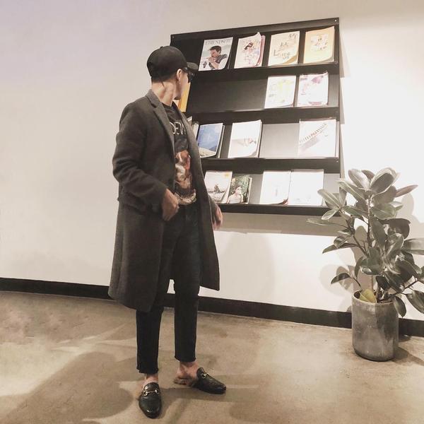 inst image 18 - Phạm Hương, Kỳ Duyên đã cất giày cao vời vợi vào tủ… để tậu mốt giày Selena Gomez mê mẩn