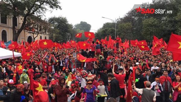Giây phút đối thủ ghi bàn, chúng ta vẫn có thể tự hào gọi tên U23 Việt Nam! Ảnh: Linh Nguyễn.