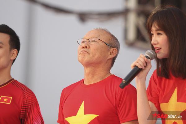 Xúc động với những giọt nước mắt trong buổi giao lưu của U23 Việt Nam