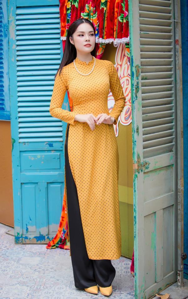 'Bỏ quên' ông xã, mẹ con diễn viên Dương Cẩm Lynh xúng xính diện áo dài đón Tết - ảnh 2