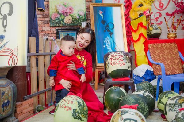 'Bỏ quên' ông xã, mẹ con diễn viên Dương Cẩm Lynh xúng xính diện áo dài đón Tết - ảnh 5