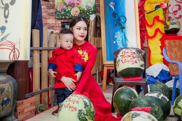 'Bỏ quên' ông xã, mẹ con diễn viên Dương Cẩm Lynh xúng xính diện áo dài đón Tết - ảnh 6