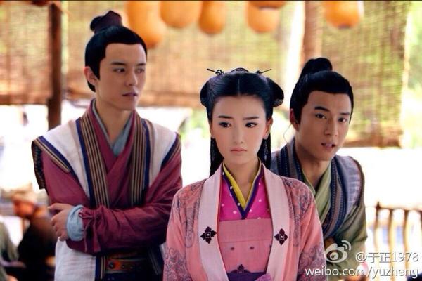 Hàn Đông Quân trong vai Võ Tu Văn (Tiểu Võ) xuất hiện bên cạnh Quách Phù (Mao Hiểu Đồng)