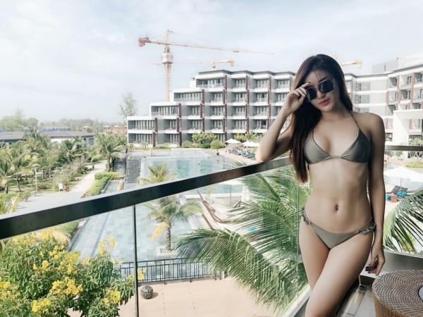 Mới chớm hè, 'cuộc chiến' bikini của các người đẹp Vbiz đã nóng bỏng thế này đây!