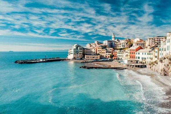 Bogliasco (Ý) nằm cách thành phố Genoa hơn 1km về phía nam. Ngôi làng này nằm giữ làn nước trong xanh ấm áp cùng bờ biển đầy cát vàng trải dài của biển Ligurian.