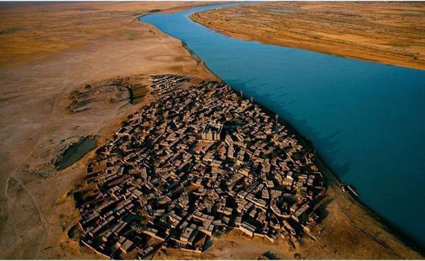 Nằm cạnh bờ sông Niger xanh biếc, Mali (Tây Phi) trông thật vô cùng ấn tượng.