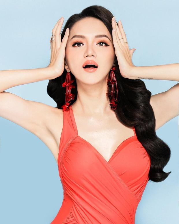 Hoa hậu Hương Giang tôi như sống lại cuộc đời mới khi mặc bikini