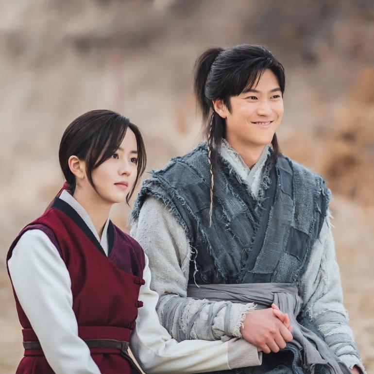 """Fan """"bấn cuồng"""" trước cảnh hôn đầu của Kim So Hyun và Na In Woo trong Sông Đón Trăng Lên Ảnh 2"""