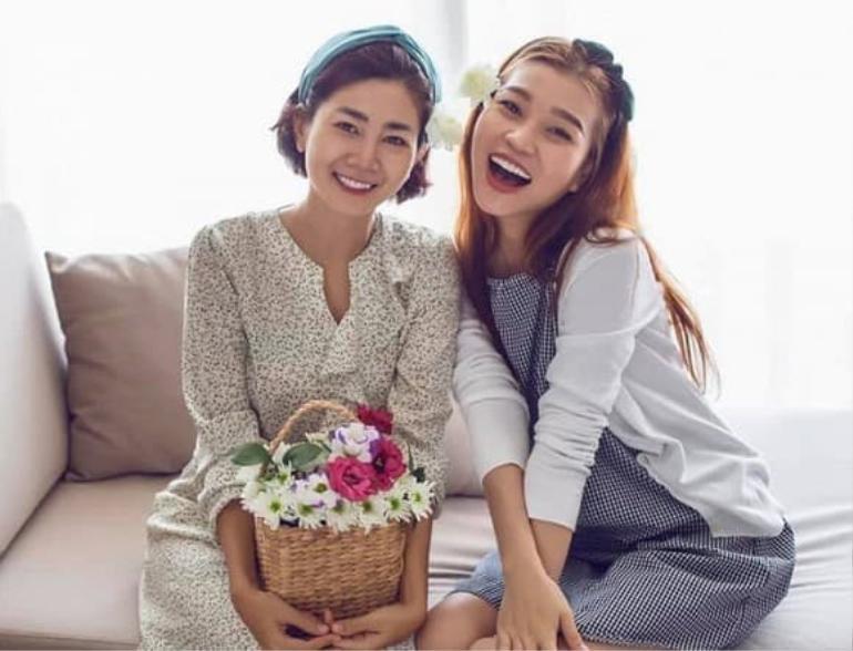 Trương Bảo Như đưa con gái Mai Phương đi viếng mẹ, lời khấn nguyện khiến ai nghe cũng xúc động Ảnh 4