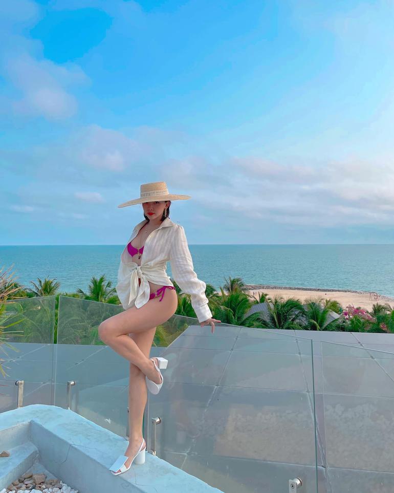 """Cùng diện bikini độc lạ, Tóc Tiên """"đụng độ"""" với nàng ma nữ đẹp nhất Thái Lan Mai Davika Ảnh 3"""
