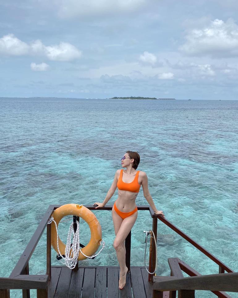 """Cùng diện bikini độc lạ, Tóc Tiên """"đụng độ"""" với nàng ma nữ đẹp nhất Thái Lan Mai Davika Ảnh 5"""