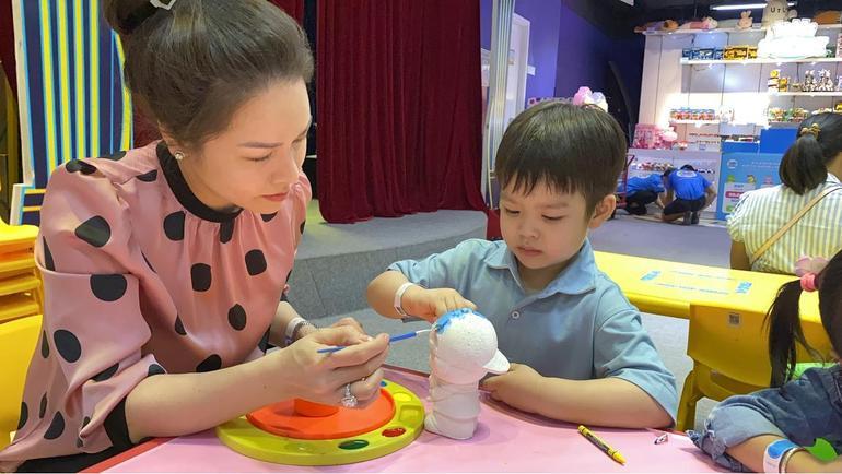 Nhật Kim Anh khoe ảnh đưa con trai đi chơi, hành động của bé Tin khiến ai cũng xúc động Ảnh 4