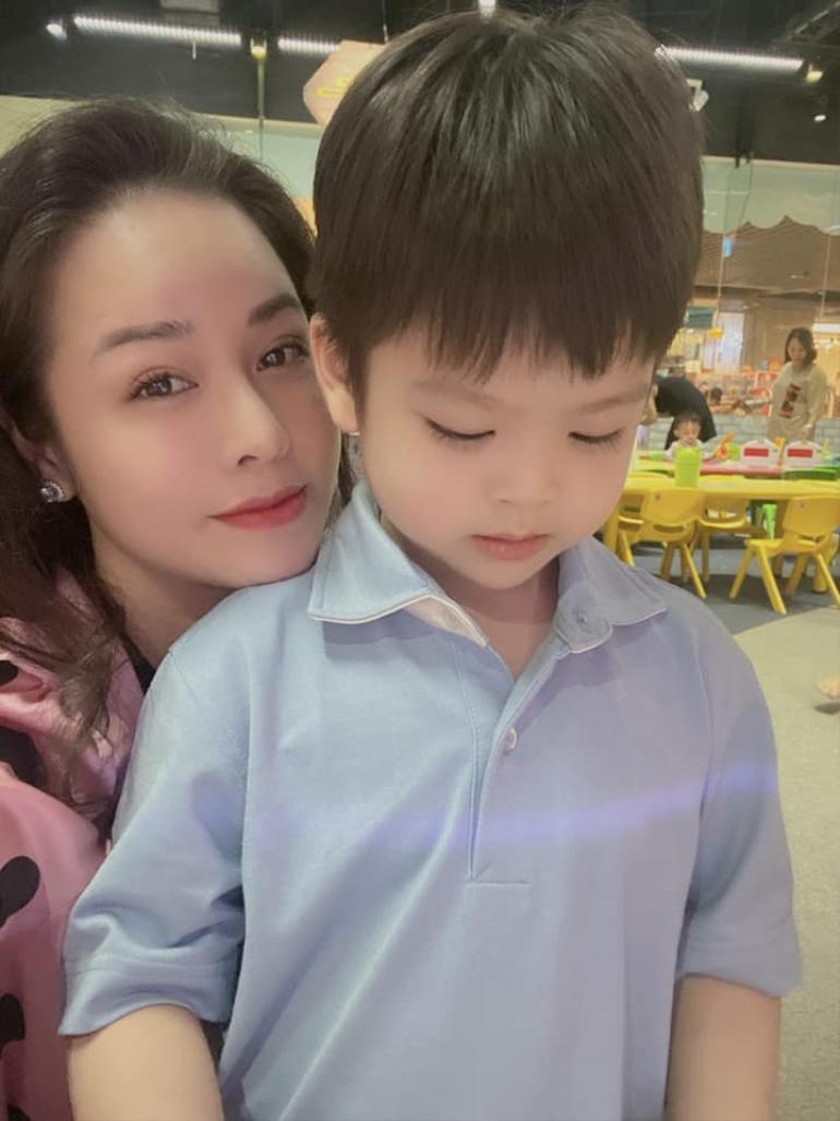 Nhật Kim Anh khoe ảnh đưa con trai đi chơi, hành động của bé Tin khiến ai cũng xúc động Ảnh 7